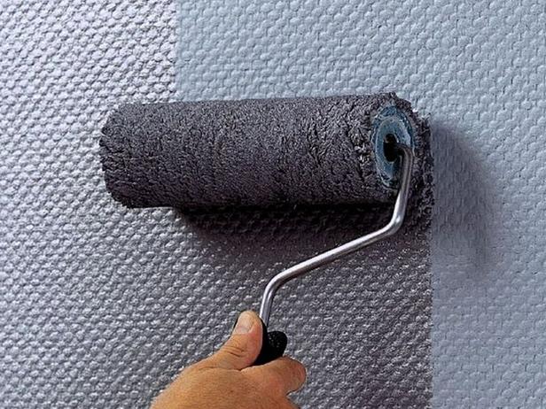 Красим обои водоэмульсионной краской: правила и советы