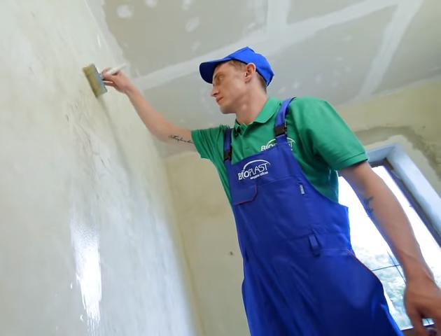 Как правильно грунтовать стены под жидкие обои
