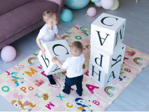 Развивающие коврики для детей: назначение, виды, свойства, правила выбора