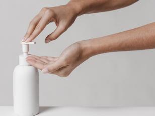 Чем полезен и опасен антисептик для рук, как им правильно пользоваться