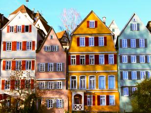 Как красиво защитить дом? Поможет фасадная краска!