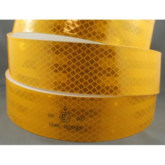 Лента светоотражающая 3М Diamond Grade 997-71 54мм/50м желтая для маркировки тентов - изображение 2 - интернет-магазин tricolor.com.ua