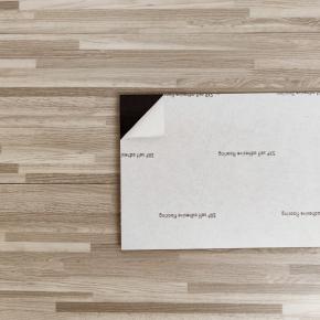 Самоклеящийся гибкий ламинат серо-бежевый СВП-008 - изображение 3 - интернет-магазин tricolor.com.ua