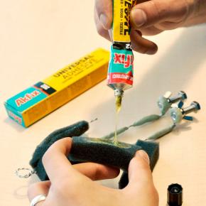 Универсальный контактный клей Akfix 202 - изображение 2 - интернет-магазин tricolor.com.ua