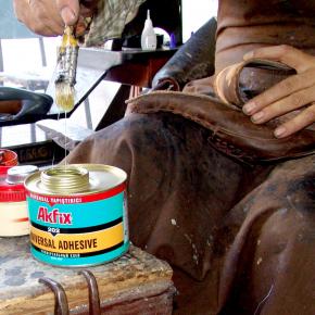 Универсальный контактный клей Akfix 202 - изображение 4 - интернет-магазин tricolor.com.ua