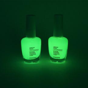 Светящийся люминесцентный лак для ногтей AcmeLight 16 мл зеленое свечение - изображение 2 - интернет-магазин tricolor.com.ua